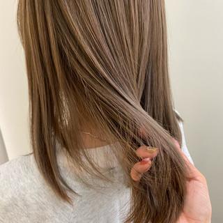 ベージュ ミディアム 透け感ヘア ミルクティーベージュ ヘアスタイルや髪型の写真・画像