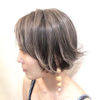 ハイライト グレージュ バレイヤージュ グラデーションカラー ヘアスタイルや髪型の写真・画像