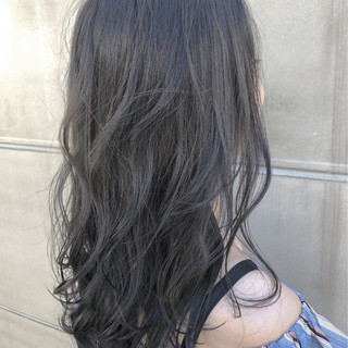 グレージュ フェミニン ナチュラル ロング ヘアスタイルや髪型の写真・画像