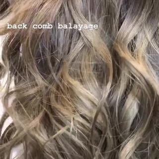 3Dハイライト ブリーチカラー 西海岸風 セミロング ヘアスタイルや髪型の写真・画像