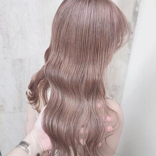 ミルクティーベージュ セミロング ハイトーンカラー オリーブベージュ ヘアスタイルや髪型の写真・画像