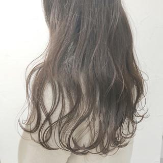 透明感 ナチュラル 波ウェーブ ウェーブ ヘアスタイルや髪型の写真・画像