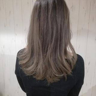 セミロング 透明感 アッシュベージュ ミルクティーベージュ ヘアスタイルや髪型の写真・画像