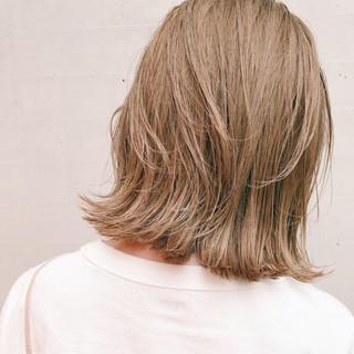 ミルクティーベージュ ナチュラル 外ハネボブ ボブ ヘアスタイルや髪型の写真・画像