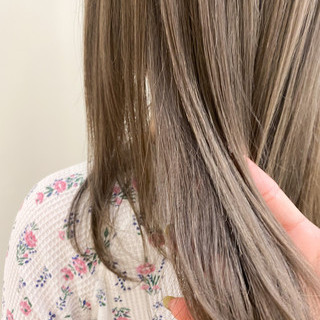 艶髪 ミルクティーベージュ ロング 極細ハイライト ヘアスタイルや髪型の写真・画像