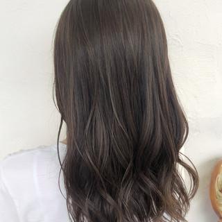 コテ巻き グレージュ ハイライト 透明感カラー ヘアスタイルや髪型の写真・画像