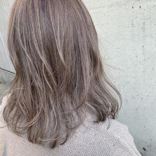 ナチュラル グレージュ ゆるふわ デート ヘアスタイルや髪型の写真・画像 ヘアスタイルや髪型の写真・画像