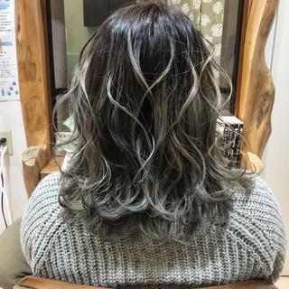 シルバーアッシュ シルバーグレー グラデーションカラー エレガント ヘアスタイルや髪型の写真・画像 ヘアスタイルや髪型の写真・画像