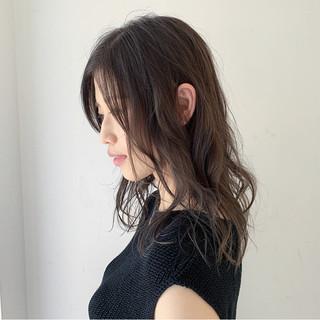 セミロング ナチュラル アンニュイ 大人女子 ヘアスタイルや髪型の写真・画像