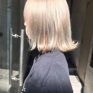 ハイトーンカラー カジュアル ミディアム 外国人風カラー ヘアスタイルや髪型の写真・画像