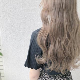 ロング ミルクティー アッシュ グレージュ ヘアスタイルや髪型の写真・画像