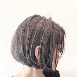 グレージュ ナチュラル ハイライト バレイヤージュ ヘアスタイルや髪型の写真・画像 ヘアスタイルや髪型の写真・画像