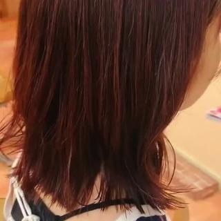 レッド 外ハネ ブラウン ミディアム ヘアスタイルや髪型の写真・画像