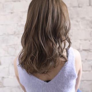 ナチュラル 透明感 可愛い アッシュグレージュ ヘアスタイルや髪型の写真・画像