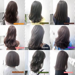 前髪 ミルクティーグレージュ アッシュ ストレート ヘアスタイルや髪型の写真・画像