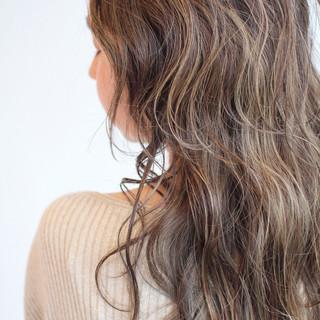 極細ハイライト ベージュ 外国人風 ミルクティーベージュ ヘアスタイルや髪型の写真・画像