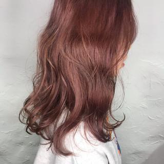 ミディアム ミルクティーベージュ ピンクブラウン ヌーディーベージュ ヘアスタイルや髪型の写真・画像