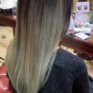アッシュベージュ グレージュ ロング バレイヤージュ ヘアスタイルや髪型の写真・画像