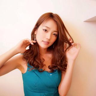 アンニュイ かわいい ナチュラル ウェーブ ヘアスタイルや髪型の写真・画像