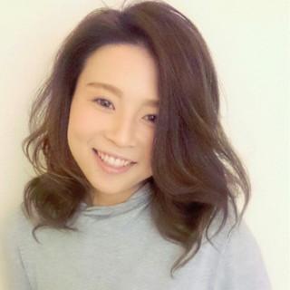 大人かわいい ゆるふわ レイヤーカット パーマ ヘアスタイルや髪型の写真・画像