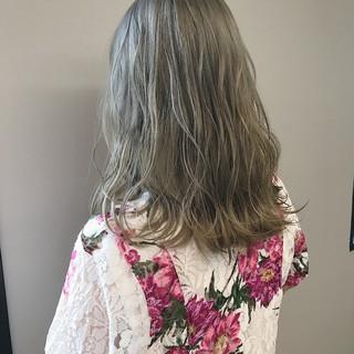 ストリート サロンモデル ミディアム ダブルカラー ヘアスタイルや髪型の写真・画像