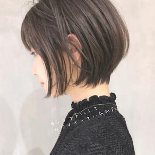 インナーカラー 切りっぱなしボブ ミニボブ ショートヘア ヘアスタイルや髪型の写真・画像