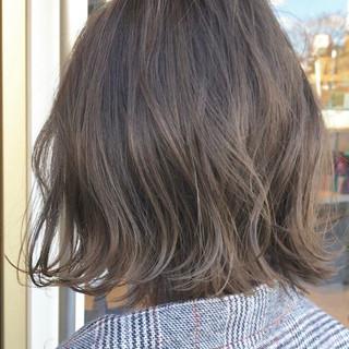切りっぱなしボブ 外ハネボブ ミニボブ グレージュ ヘアスタイルや髪型の写真・画像