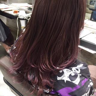 ベリーピンク セミロング フェミニン 外国人風 ヘアスタイルや髪型の写真・画像