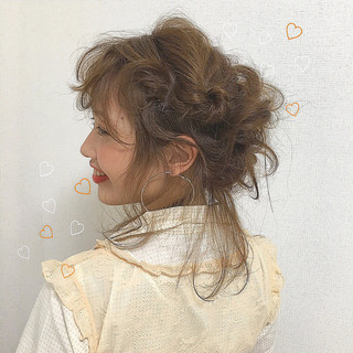 簡単ヘアアレンジ 後れ毛 ミディアム ヘアアレンジ ヘアスタイルや髪型の写真・画像