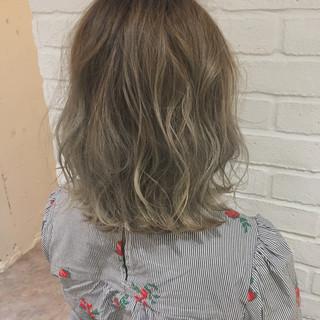 グレーアッシュ 外国人風 アッシュ 外国人風カラー ヘアスタイルや髪型の写真・画像