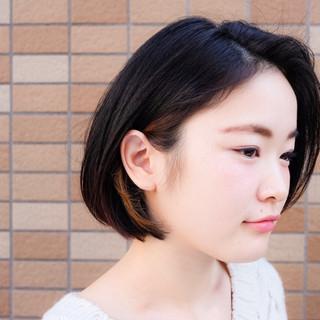 インナーカラー まとまるボブ レッドカラー ナチュラル ヘアスタイルや髪型の写真・画像