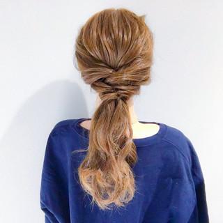 簡単ヘアアレンジ フェミニン セミロング デート ヘアスタイルや髪型の写真・画像