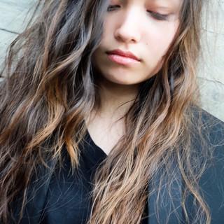 外国人風カラー ロング 暗髪女子 外国人風 ヘアスタイルや髪型の写真・画像