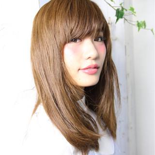 フェミニン ピュア ミディアム アッシュ ヘアスタイルや髪型の写真・画像