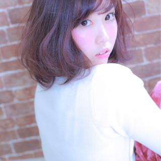 ガーリー 前髪あり こなれ感 ベリーピンク ヘアスタイルや髪型の写真・画像