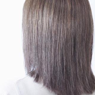 シルバーアッシュ アッシュ ホワイトハイライト コントラストハイライト ヘアスタイルや髪型の写真・画像