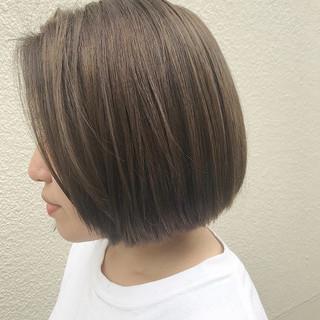 グレージュ デート ボブ アウトドア ヘアスタイルや髪型の写真・画像