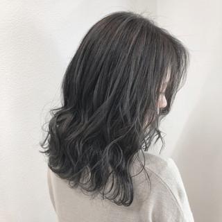 シルバー ミディアム シアグレー バレイヤージュ ヘアスタイルや髪型の写真・画像