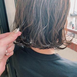 ブルーアッシュ 透明感カラー 簡単スタイリング 透け感アッシュ ヘアスタイルや髪型の写真・画像