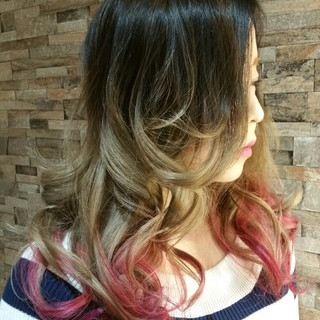 グラデーションカラー ダブルカラー ピンク ストリート ヘアスタイルや髪型の写真・画像