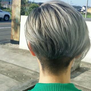 モード ショート 刈り上げ シルバーアッシュ ヘアスタイルや髪型の写真・画像
