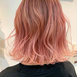 ボブ 波ウェーブ ピンク ベリーピンク ヘアスタイルや髪型の写真・画像