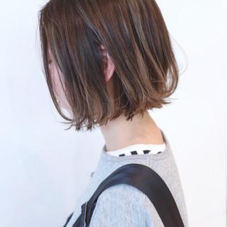 グラデーションカラー ハイライト グレージュ ボブ ヘアスタイルや髪型の写真・画像
