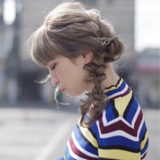 編み込み セミロング 大人かわいい ストリート ヘアスタイルや髪型の写真・画像