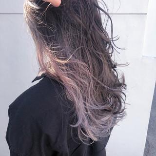 ヘアアレンジ インナーカラーホワイト インナーカラーパープル セミロング ヘアスタイルや髪型の写真・画像