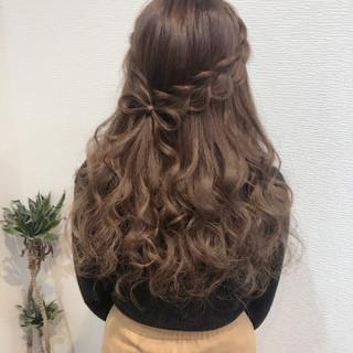 ヘアセット リボン ガーリー ハーフアップ ヘアスタイルや髪型の写真・画像