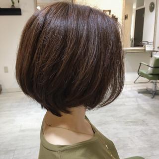 ショート 美髪 グレージュ アッシュ ヘアスタイルや髪型の写真・画像