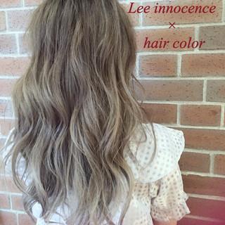 アッシュ ハイライト パーマ セミロング ヘアスタイルや髪型の写真・画像