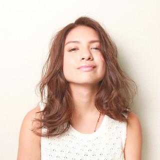 簡単ヘアアレンジ パーマ ミディアム フェミニン ヘアスタイルや髪型の写真・画像