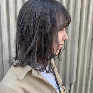 ミディアム 鎖骨ミディアム ナチュラル グレージュ ヘアスタイルや髪型の写真・画像